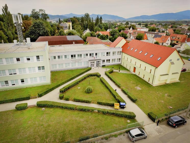 Університет Александра Дубчека в Тренчіне